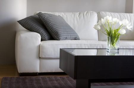 Tipe Kain Terbaik untuk Pelapis Sofa