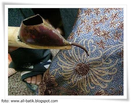 Menurut sejarahnya, batik berasal dari zaman nenek moyang yang dikenal