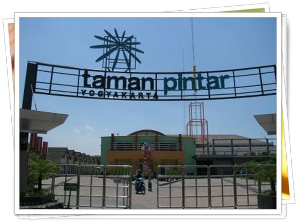 Sebagai kota pelajar, Jogja sangat bangga bisa memiliki taman Pintar