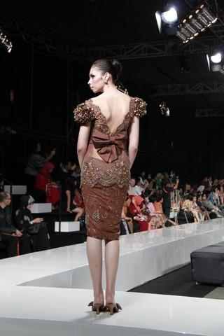 Yuk tampil cantik dan percaya diri di 2011 dengan kebaya modern !